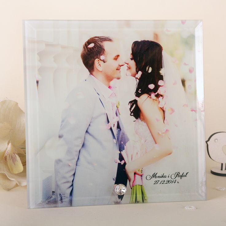 Szklana ramka ze zdjęciem ślubnym i diamencikiem.