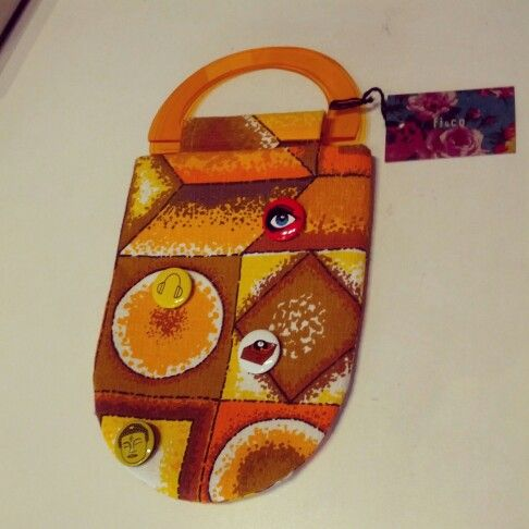 #vintage #70s #perspex #handle #bag with #badges as an #added #bonus $25 #seventies #orange #yellow #brown #retro #retroprint #seventiesprint #seventiesbag #accessory #handbag #retrobag #retropattern #retrostyle #vintagestyle #reminiscent #carry #retrodesign #retrotextiles #vintagetextiles