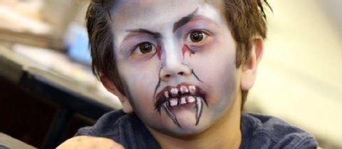 Halloween-Schminken für Kinder: Zum kleinen Vampir in acht Schritten   Freizeit- Kölner Stadt-Anzeiger