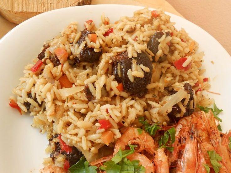 Καστανό ρύζι με ξινολάχανο και δαμάσκηνα - http://www.zannetcooks.com/recipe/riziksinolaxano/