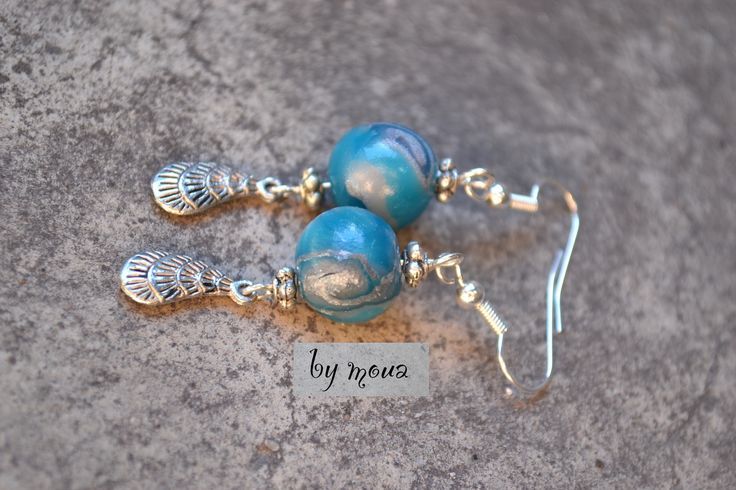 Boucles d'oreille perle polymère bleu et argenté : Boucles d'oreille par by-moua