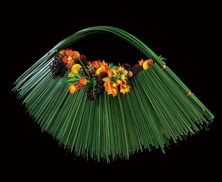 Google Image Result for http://www.andydjatiutomo.com/images/media/international/International-Floral-Art-0607-1.jpg