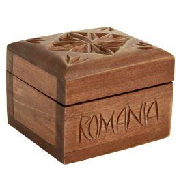 """Amintind de vechile casete impodobite cu motive traditionale romanesti, aceasta cutie din lemn de cires este realizata manual si personalizata cu text """"Romania"""" pe partea din fata.In interior este captusita cu catifea moale, de culoare violet si este suficient de incapatoare pentru pastrarea obiectelor dumneavoastra.(wooden box for jewelry)"""