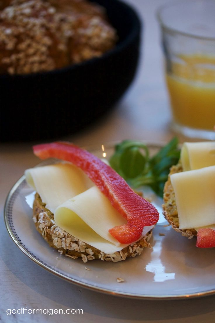 Proteinrundstykker med gulrot