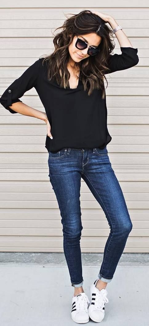 amazing casual style outfit top + skinny jeans + sneakers