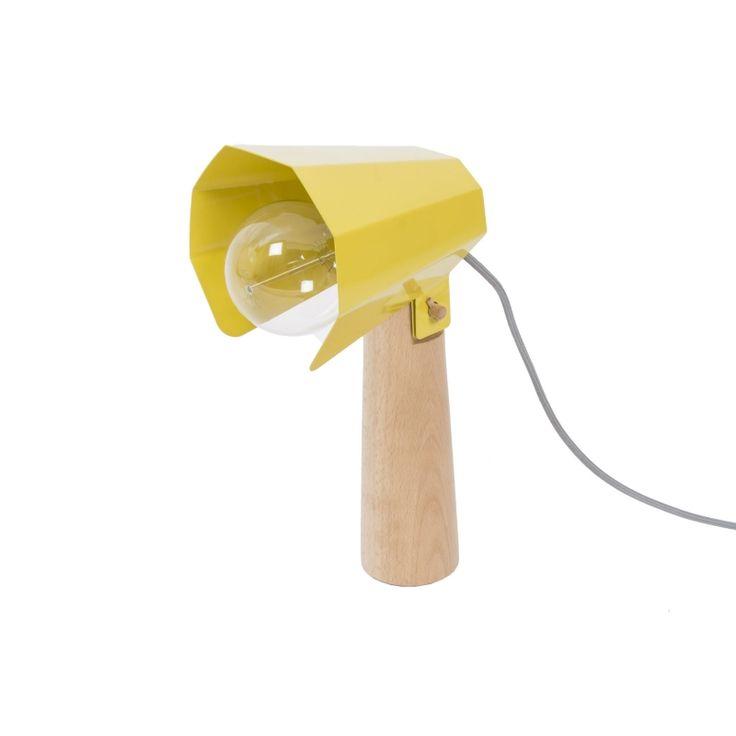 Lampe à poser Brother - Jaune - H38 cm - Eno Studio| Lumi-Design La lampe à poser Brother de la marque française Eno Studio apportera à votre décoration intérieure une touche de couleur. Pour plus de style et de stabilité, vous avez la possibilité d'ajouter un disque en acier sous sa base. Cela fera un joli rappel de sa couleur jaune ! Son design industriel s'illustre dans un style fonctionnel et masculin à la fois.