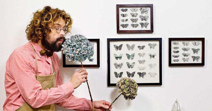 Tee itse kotiisi kaunis taulu, jonka perhoset on leikattu kierrätyspaperista.