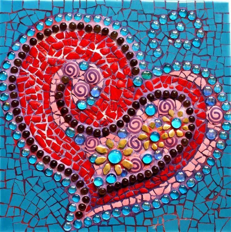 Heart MosaicCrafty Stuff, Heart Mosaics, Crafts Ideas, Colors Mosaics, Texture Heart, Birds Bath, Mosaics Ideas, Mosaics Tile, Mosaics Heart