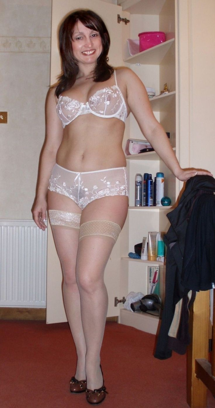 Mature UK woman in sexy lingerie - Shamelesscom