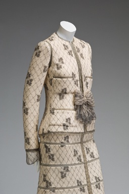 So contemporary looking! Chanel Suit - 1925-29 - House of Chanel - Design by Gabrielle 'Coco' Chanel