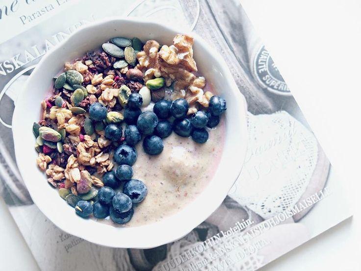 Autumn healthy breakfast, smoothie bowl, peach smoothiebowl