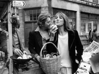 Jane Birkin and Serge Gainsbourg Arrived in London and Went Shopping in Berwick Street Market Fotografie-Druck