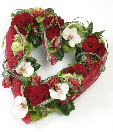 The use of the folded paper adds good definition of colour - enhancing the red roses within the design