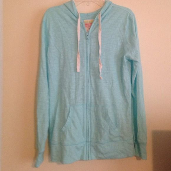 Lightly worn zip up hoodie   old navy womens size xs. very comfy.