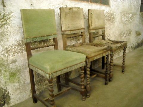 cadeiras, 3: lote em armazém