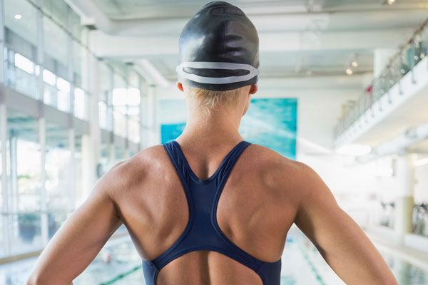 Focus on the muscular shoulders of a female swimmer