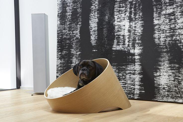 Dog Bed - Covo Oak/Faux Fur Ivory_Walk_www.hugoandotto.com