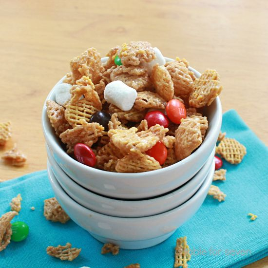 table for seven: Caramel and Marshmallow Cereal Mix