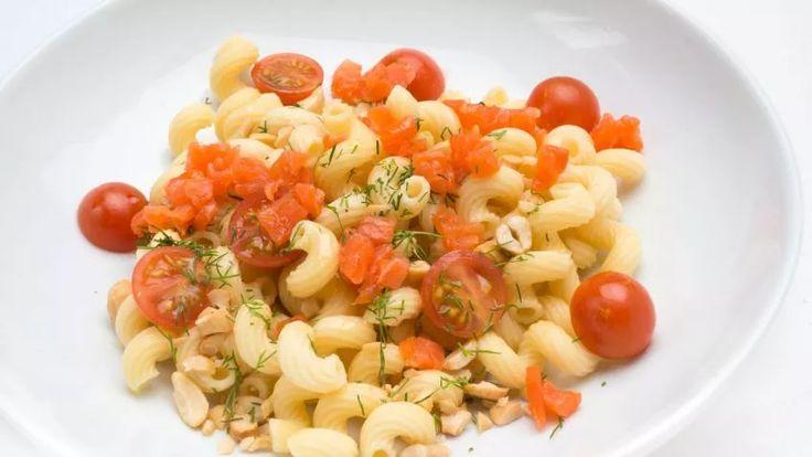 Receta de Ensalada de pasta, salmón y anacardos