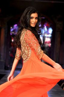 How To Style Straight Pants With Embroidered Kurtis?