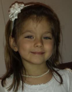 Maryam Serbenyuk  Leeftijd: 4 Verdwenen sinds: 11-01-2014 Verdwenen uit: Esch-sur-Alzette  Description:  Helder blauwe ogen - Kastanjebruin haar