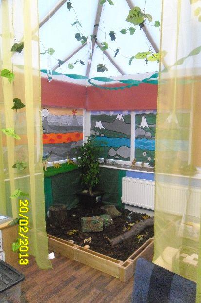 Dinosaur discovery area display photo - Photo gallery - SparkleBox