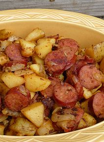 Home-fried Kielbasa & Potatoes 14-16 oz. kielbasa 4-5 potatoes 1 Vidalia onion ½ tsp. paprika ½ tsp minced garlic ⅓ tsp. Kosher salt ¼ tsp. oregano