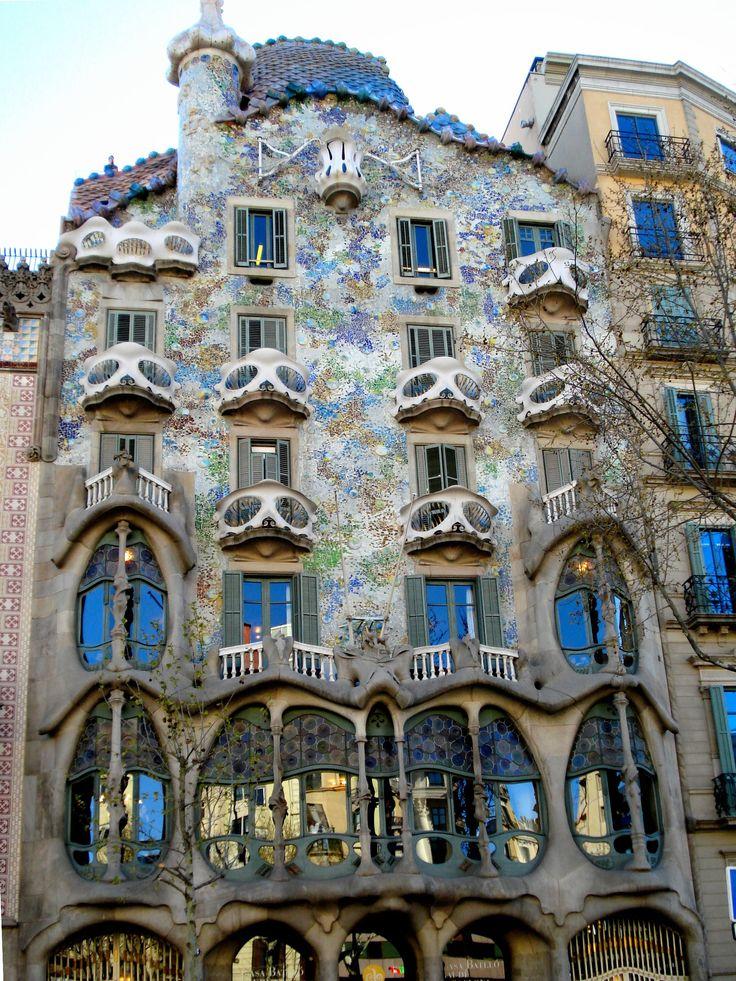 102 best art nouveau images on pinterest art nouveau architecture windows and amazing - Casa vives gaudi ...