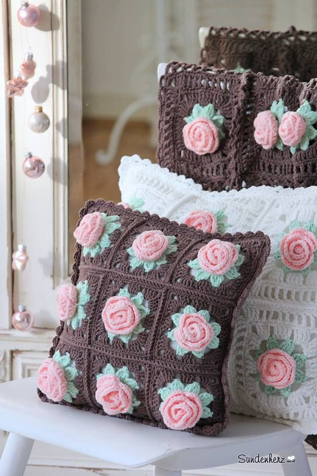 Almofadas de crochê com motivo floral