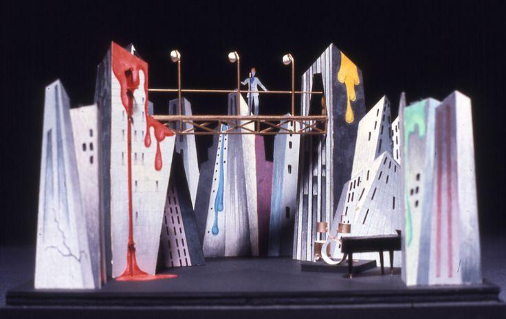 David Bowie Diamond Dogs amazing stage set model, 1974. Maquette de l'impressionnante scène de la tournée Diamond Dogs, 1974.