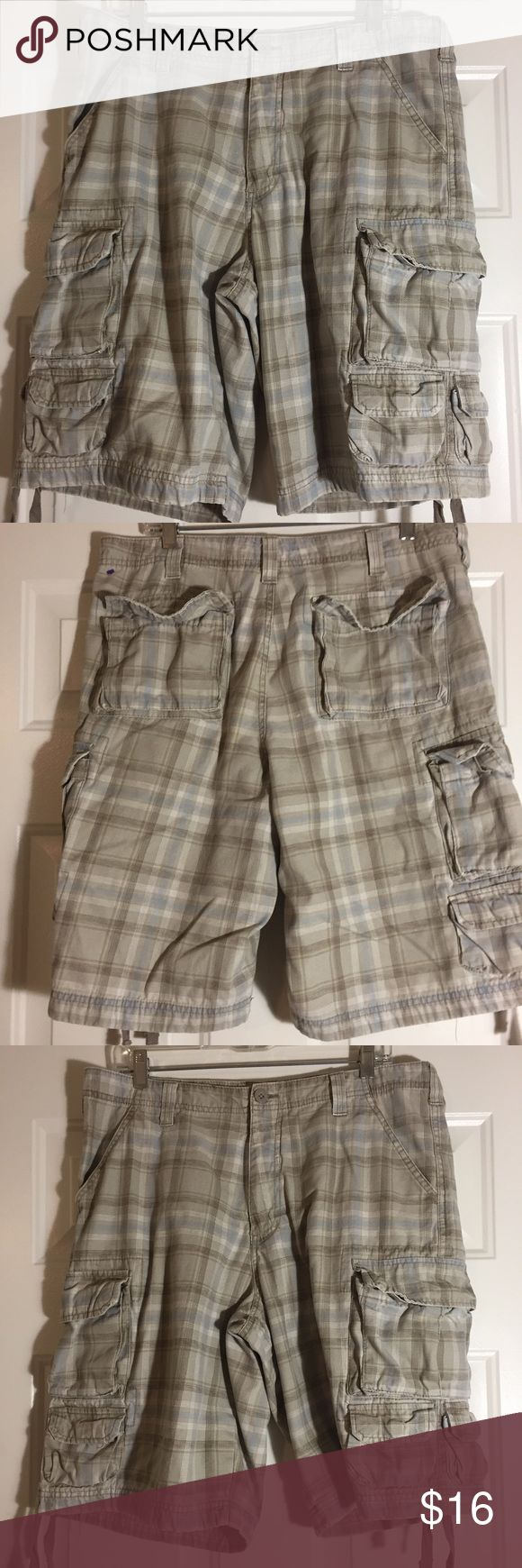 MEN'S LEE WRANGLER PLAID CARGO SHORTS SZ 34 MEN'S LEE WRANGLER PLAID CARGO SHORTS SZ 34.  These are in good pre-owned condition, lots of wear left. Lee Dungarees Shorts Cargo