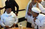KH Hasyim Muzadi di Mata Habib Rizieq  JAKARTA (Arrahmah.com)  Almarhum KH Hasyim Muzadi dikenal sebagai sosok yang dekat dengan semua kalangan. Demikian halnya dengan Imam Besar Front Pembela Islam (FPI) Habib Muhammad Rizieq Syihab. Menurut Habib Rizieq KH Hasyim Muzadi adalah sosok yang lembut tutur katanya dan perhatian.  Almarhum KH DR Ahmad Hasyim Muzadi bagi saya adalah orang tua arif guru bijak dan sahabat setia. Beliau begitu dekat di hati saya karena beliau menempatkan saya di…