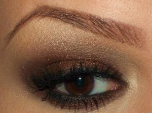 brown eyeshadow, black eyeliner  mascara, arched brows by mono.goda