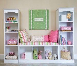 3 kleine boekenkasten en je hebt een leuke zitplek