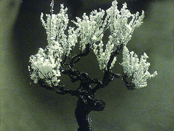 Steel-wire tree with polystyrene flock