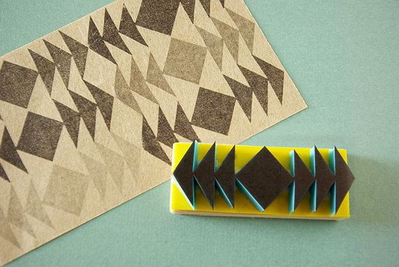 Tribal stempel, driehoeken, grens stempel, symmetrische, handgesneden, gemonteerd, Hipster Decor, geometrische ontwerp.