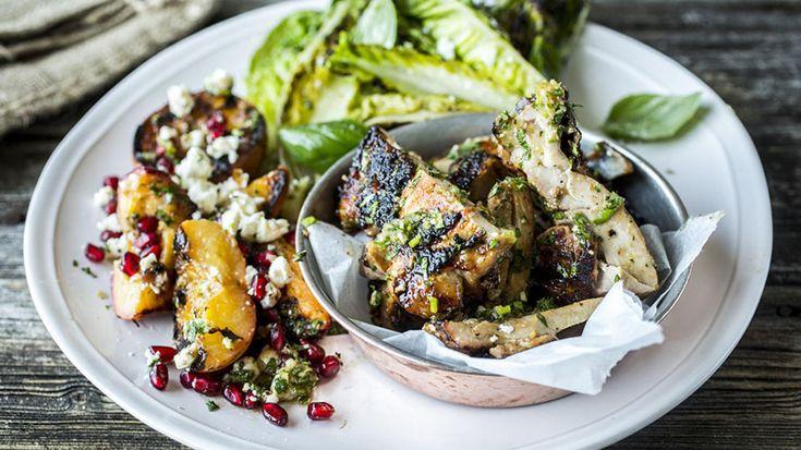 Grillet salat med fersken, kylling, fetaost, ingefær og honning