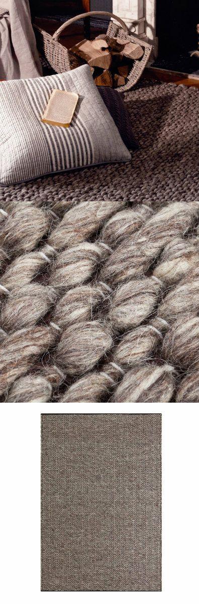 Unser Teppich Kamet wird von unseren Partnern in Indien unter fairen Arbeitsbedingungen von Hand geknüpft. Dank Schussfäden aus natürlicher Schurwolle und Kettfäden aus bester Baumwolle entsteht ein einzigartiges Muster mit Textur zum Wohlfühlen.  Kombiniert mit einer rutschfesten Unterlage bleibt der Teppich an Ort und Stelle.
