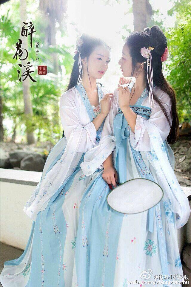 """金木犀@中国ブランド紹介 on Twitter: """"民族衣装というとベトナムのアオザイが話題になりがちですが、中国の漢服も可愛いですよ。 https://t.co/SYjWQDb63A"""""""