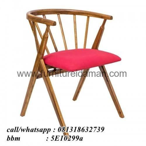 Kursi Cafe Minimalis Sandaran Bubut KCI-24-ini merupakan furniture untuk restoran ataupun cafe yang kami produksi menggunakan bahan baku full kayu jati