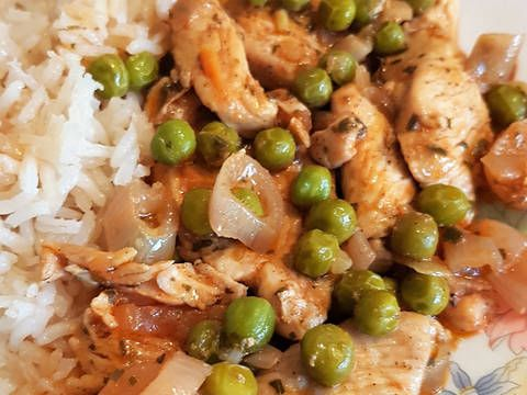 Mennyei Zöldborsós csirkemell ragú recept! A csirkemell egy egészséges ízletes étel, ami akár fogyókúrázóknak is kiváló, így ajánlom elkészíteni ezt a változatát is.