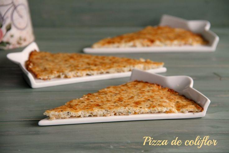 La verdad es que nunca se me habría ocurrido hacer la coliflor en forma de pizza, pero os aseguro que una vez probada voy a repetirla a menudo. Es una receta original para variar un poco en esas cenas