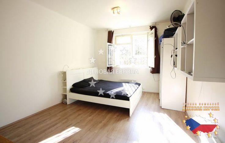НЕДВИЖИМОСТЬ В ЧЕХИИ: продажа квартиры 1+КК, Прага 6, цена 100 000 € http://portal-eu.ru/kvartiry/1-komn/1KK/realty463/  Предлагается на продажу квартира 1+КК площадью 35 кв.м в районе Прага 6 – Бубенеч стоимостью 100 000 евро. Квартира расположена на первом этаже четырехэтажного исторического дома и состоит из гостиной с кухней, прихожей и ванной комнаты с туалетом. Квартира была частично реконструирована. В гостиной установлены большой шкаф и небольшие полки, на кухне имеются раковина и…