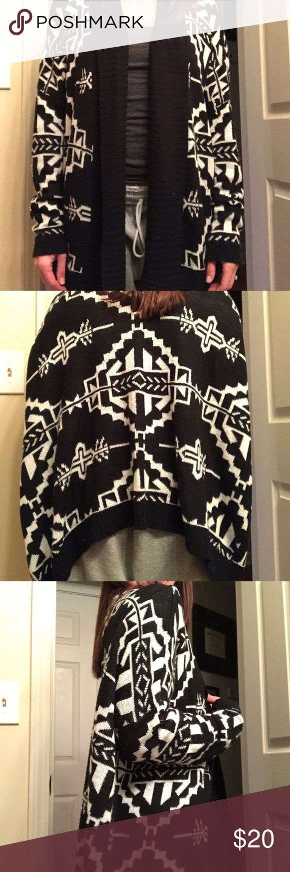 """Oversized tribal print cardigan Great condition, worn once but I had to """"belt it up"""" because the """"oversized"""" is a little oversized for me! It's a """"Sm/Md"""" size but there's no size tag Francesca's Collections Sweaters Cardigans"""