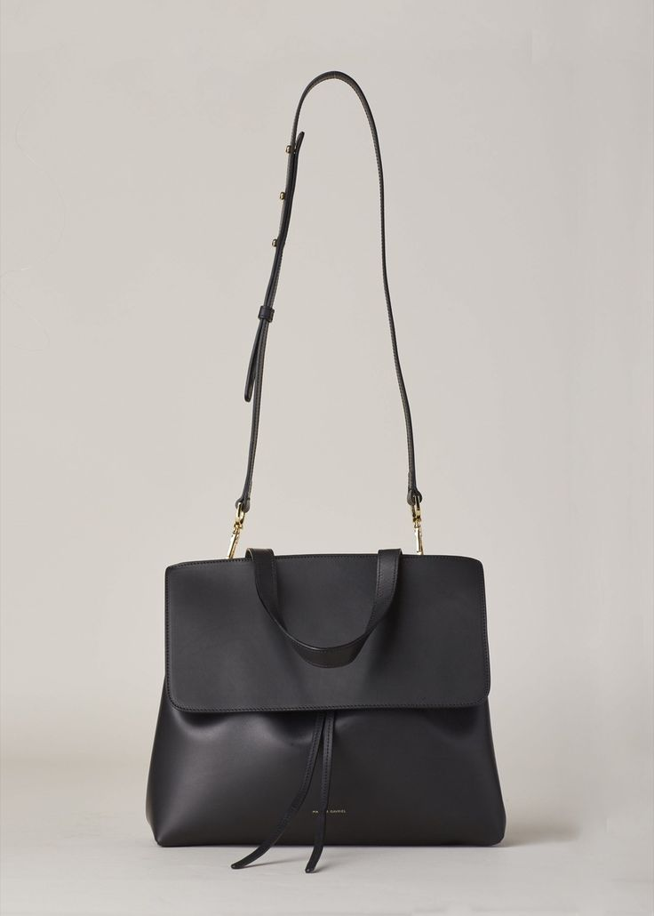 I think that if Mrs Lyons had a bag it would be real leather and look like this