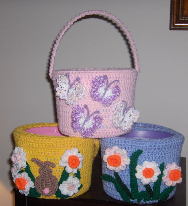 Easter Baskets   http://suzies-yarnie-stuff.blogspot.com/2008/03/crocheted-easter-basket_06.html