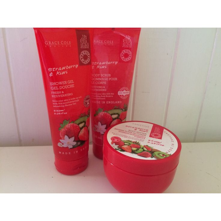 Loving these strawberry scented bath set•