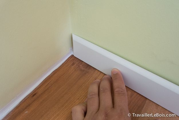 Comment poser des plinthes http://www.travaillerlebois.com/comment-poser-plinthes/