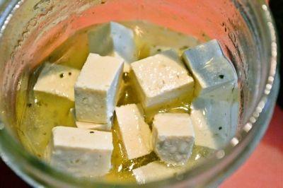 安くておいしくていろんな料理にも使える、コスパ最高なお豆腐。「ピクルス」にすると、さっぱりおいしくアレンジがきいて便利なんです!じっくり漬け込む時間だけは必要ですが、作業そのものはとても簡単。さわやかな柚子胡椒風味のレシピ、ぜひ一度お試しください♪