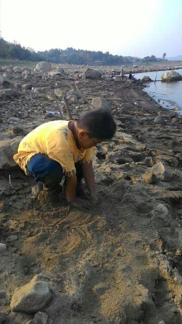 Main pasir di danau Jatiluhur